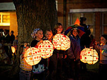 Retrospective :: 20 Light Years On ::      The Lismore Lantern Parade